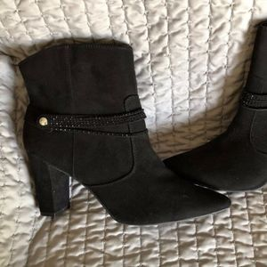 A M By Ann Marino Black Ankle Boots - 11M